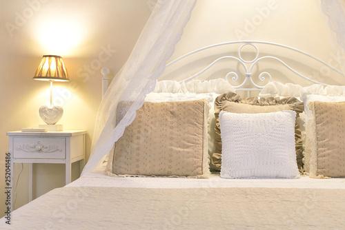 Fotografie, Obraz  Appartamento con arredamento romantico - Shabby-chic