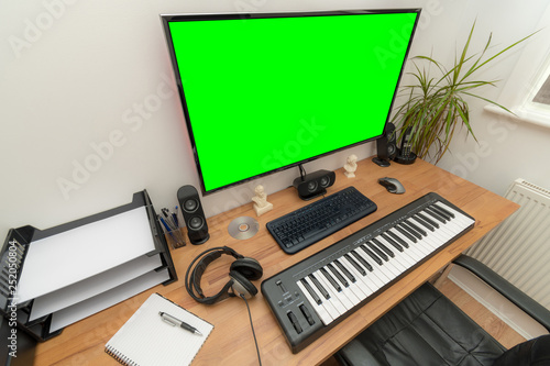 Music workstation with PC, musical keyboard and speakers - Buy this