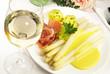 canvas print picture - Spargel mit Sauce Hollandaise und Schinken - Weisswein