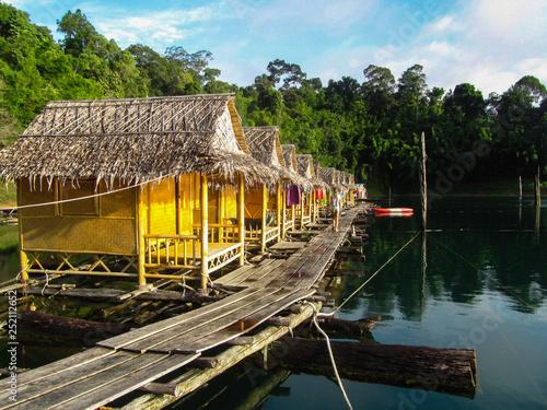 Fototapeten Natur Floating houses in Khao Sok National park Thailand