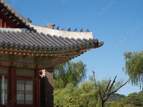 Fotografie, Obraz  The Tile Covered Roof and Painted Eaves of a  Gyeongbokgung Palace Building