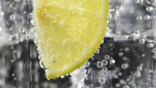 Cuadros en Lienzo Close up lemon, lime slice in soda water bubbles.