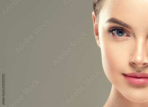 Photo Eyes lashes woman closeup isolated on white macro