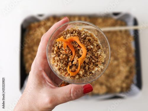 Fotografía  homemade granola with natural yogurt