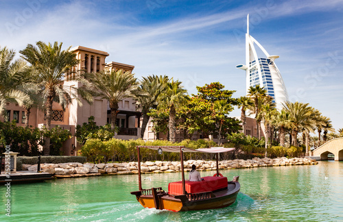 Photo  DUBAI, UAE - FEBRUARY, 2018: View on Burj Al Arab, the world only seven stars ho