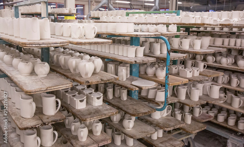 Obraz na płótnie tableware manufacturing plant