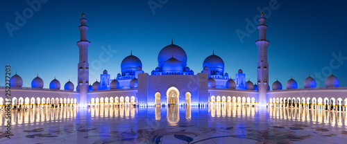 Poster Abou Dabi Panorama of Sheikh Zayed Grand Mosque in Abu Dhabi near Dubai at night, United Arab EMirates