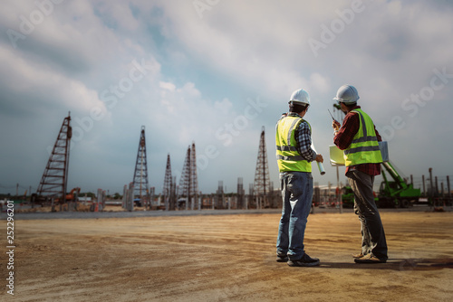 Obraz na plátně Construction engineers discussion with architects at construction site or building site