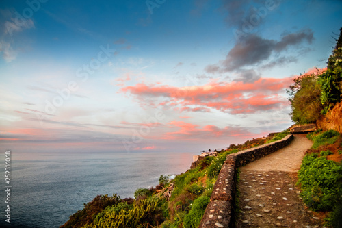 Fototapety, obrazy: Coastline hiking trail