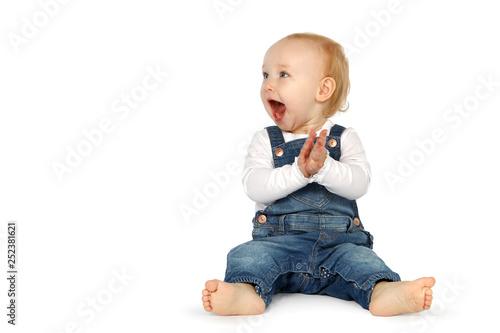 Baby klatscht begeistert in die Hände Wallpaper Mural