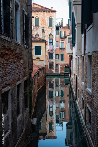 Typical canal of Venice © Nikokvfrmoto