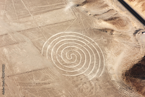 Papiers peints Spirale Nazca lines from the aircraft - spiral