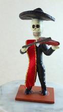 El Catrín Es Otra Figura Que Representa A La Muerte En La Celebración Mexicana De Día De Muertos, Que Se Celebra En Noviembre Para Recordad Que Estamos De Paso Y Que La Muerte Nos Espera A Todos.