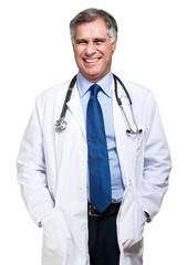 Uśmiechnięty lekarz medycyny z stetoskopem. Pojedynczo na białym tle
