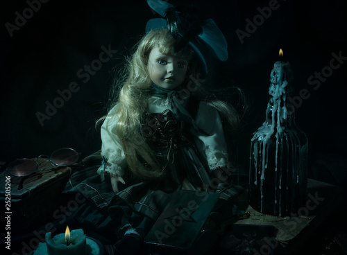 Fotomural Demonic doll in the dark
