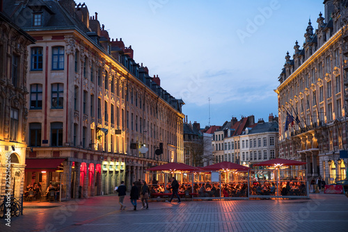 Photo sur Toile Europe du Nord Historic building in the centre of Lille in France