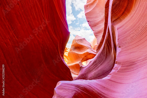 La pose en embrasure Rouge mauve Antelope Canyon is a slot canyon in the American Southwest.
