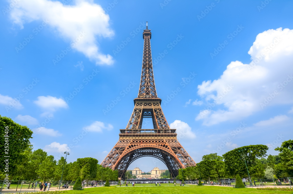 Fototapety, obrazy: Eiffel Tower and Field of Mars, Paris, France