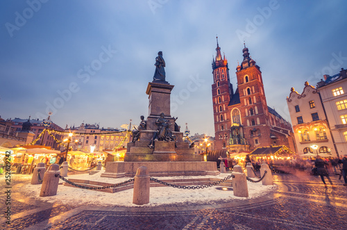 Poster Cracovie Krakow, main square winter evening, christmas fairs, Mickiewicz statue and St Mary church