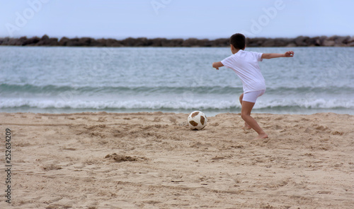 Photo  Children playing with a ball on the beach
