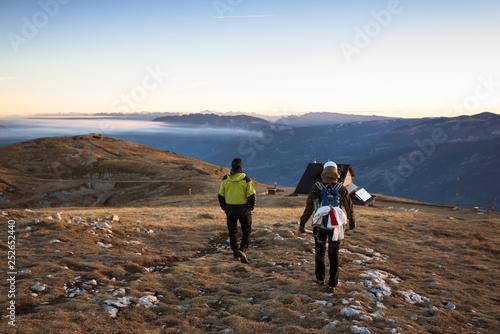 coppia cammina in montagna all'alba in trentino Canvas Print