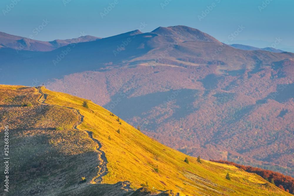Fototapeta Bieszczady, pejzaż górski jesienią - obraz na płótnie