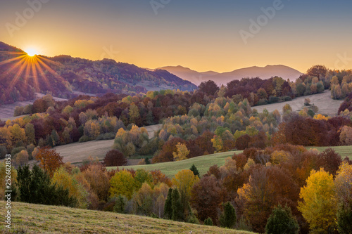 Poster Marron chocolat Bieszczady. Beautiful mountain landscape in autumn. Poland