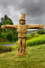 Carved Wood Life Size Tattie Bogle Scarecrow Previously Pointing To The Tattie Bogal Trail On Carbost Road Drynoch Isle Of Skye Scotland UK
