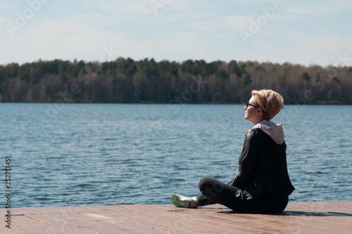 Fotobehang Ontspanning Blonde girl on the blue lake