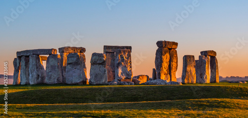 Pinturas sobre lienzo  World famous rocks of Stonehenge in England