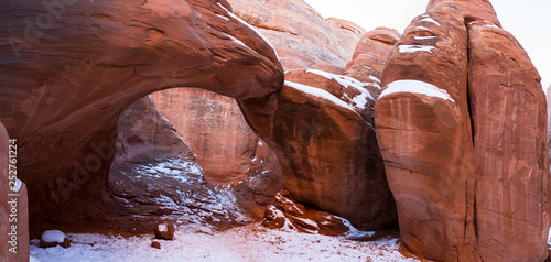 Foto op Aluminium Koraal red rock with snow