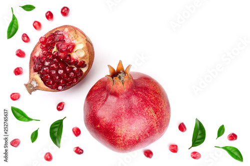 Photo sur Toile Amsterdam pomegranate with leaves isolated on white background. Top view. Flat lay pattern