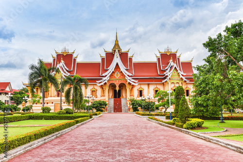 Foto  Vientiane Laos : Landmark laos temple beautiful of buddhism in asia