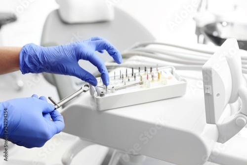 Kaseta implantologiczna. Wyposażenie gabinetu stomatologicznego.
