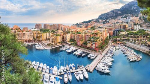 Foto  Luxury residential area Monaco-Ville with yachts, Monaco, Cote d'Azur, France