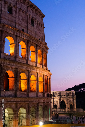 Foto  Rome/Italy 21 february 2019 : Colosseo the greatest architecture building of rom