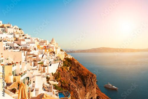 Poster de jardin Europe Méditérranéenne Beautiful sunset at Santorini island, Greece.