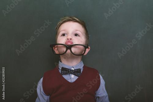 Photo sur Toile Pain small cute schoolboy