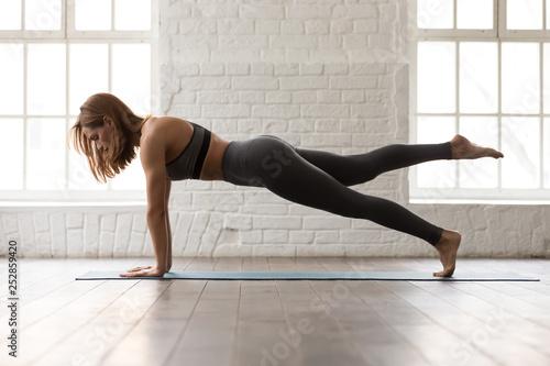 Foto  Woman practicing yoga, Push ups or press ups exercise, Plank
