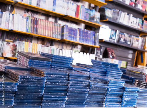 Cuadros en Lienzo CDs and DVDs on piles at store