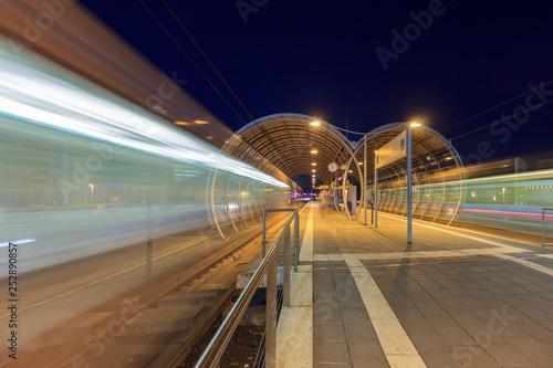 Türaufkleber Eisenbahnschienen U-Bahn-Stadtion, Bonn, Deutschland