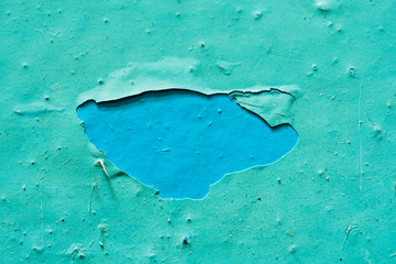 Peeling Blue Aquamarine Color Paint from the Wall. Tło Shattered Plaster