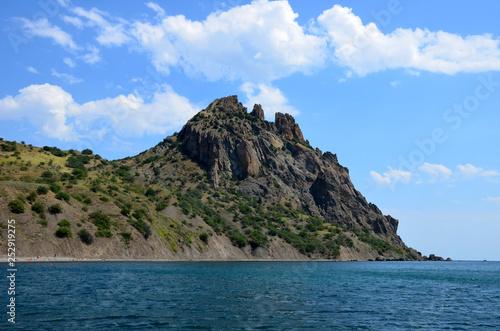 Fotografía Kara dag Mountain towers over the Black Sea near the village of Koktebel, Crimea
