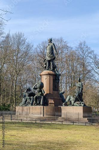Cuadros en Lienzo Bismarck Memorial in the Tiergarten, the largest urban park of Berlin, Germany