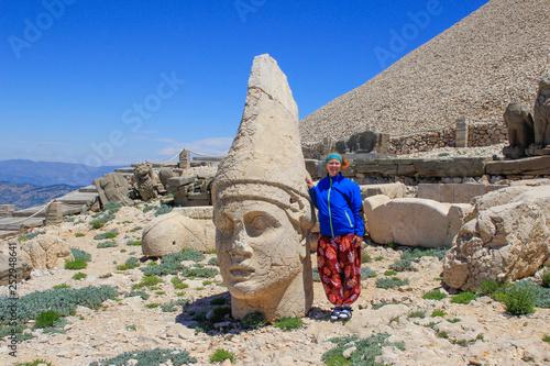 Cuadros en Lienzo Ancient stone sculptures of kings and animals on Mount Nemrut (Nemrut Dag)
