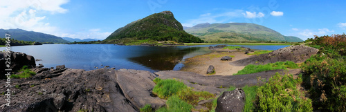 Foto auf Gartenposter Landschaft Panoramic view of Upper Lake and peaks in Killarney National Park, Ring of Kerry, Ireland