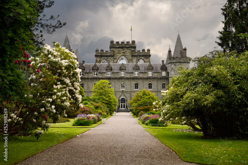 Photo Turretted Inveraray Castle in Gothic Revival style from the flower gardens with