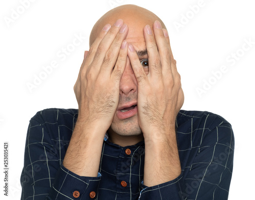 Photo afraid man covering his face with hands