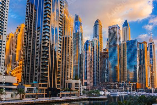 Photo  Modern residential architecture of Dubai Marina, UAE