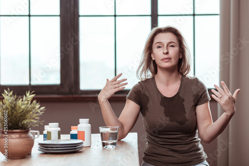 Fotografía  Woman having panic attack after taking too many pills